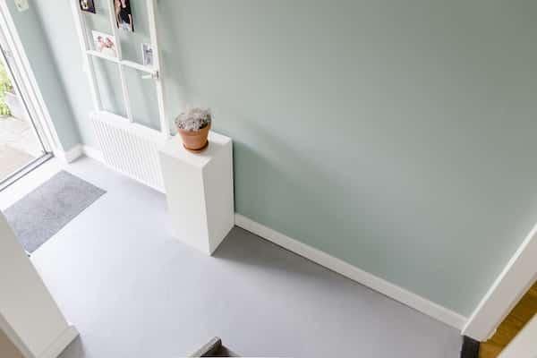 stucstunter beton cire hal muur